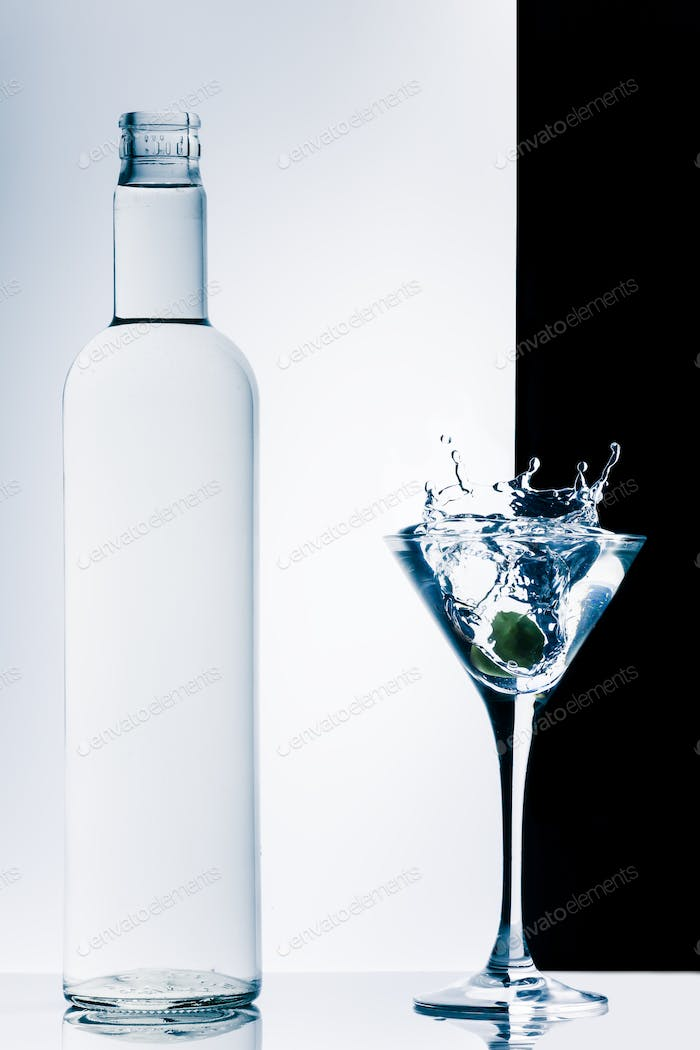 contemporary cocktail with splashes