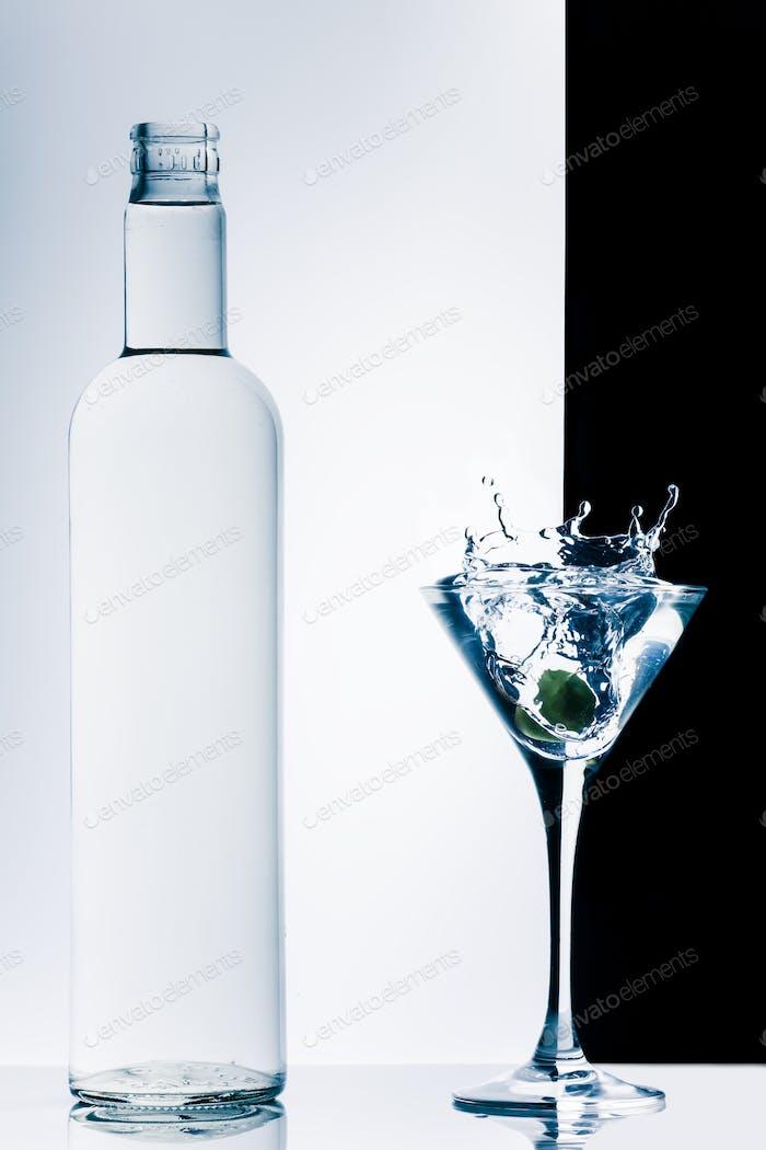 zeitgenössischer Cocktail mit Spritzern