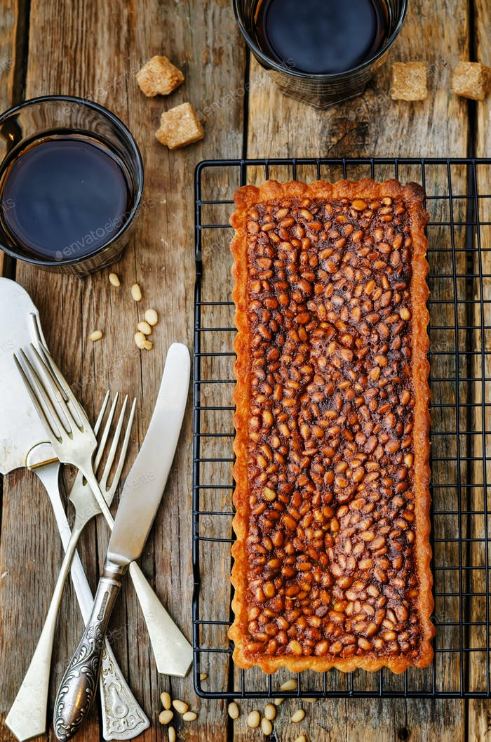 honey pine nuts tart