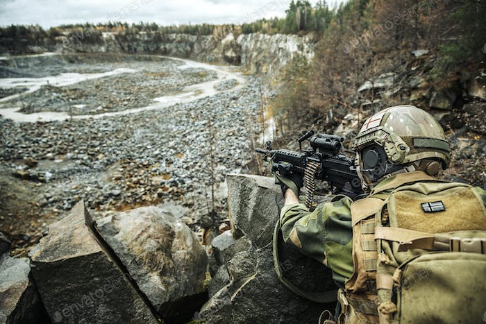 Norwegian machine gunner among the rocks