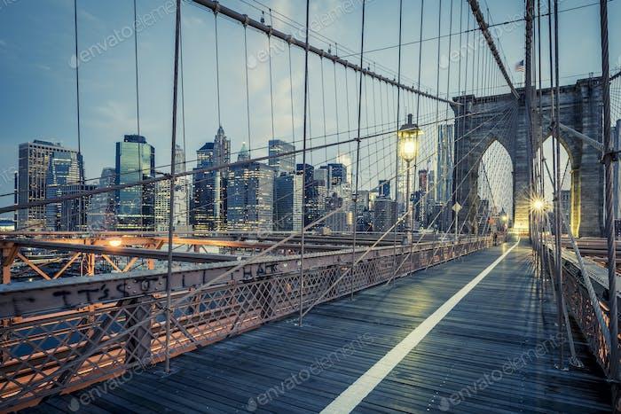 El Puente de Brooklyn por la Noche