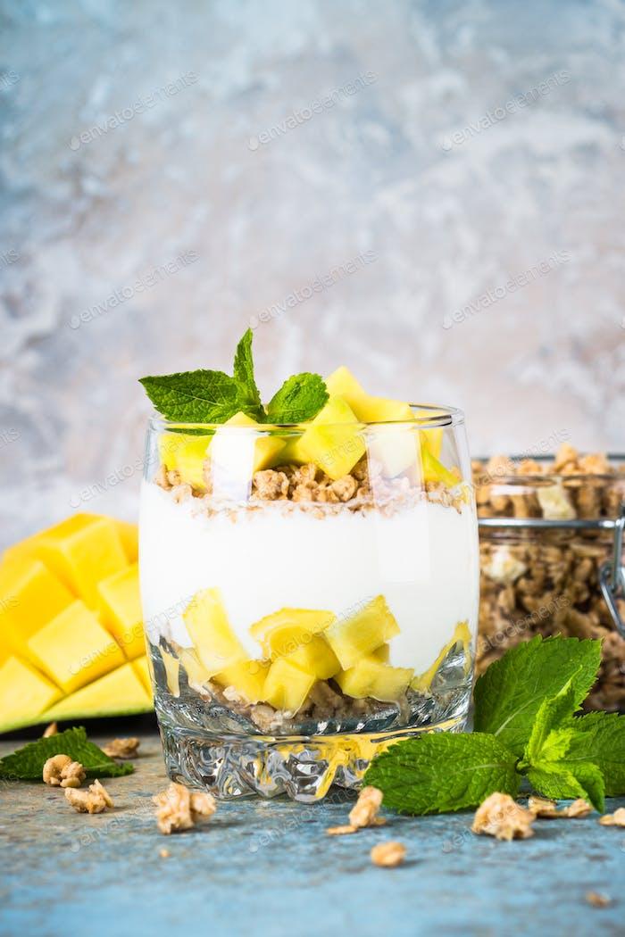 Parfait with yogurt, mango and granola