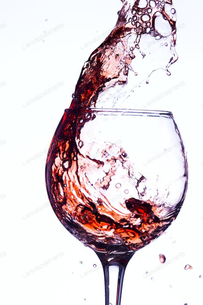 Wein spritzen im Glas