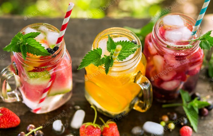 Refreshing drinks in jars