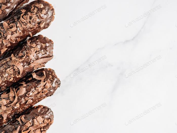 Gesunde Schokolade Eclairs, Kopierraum rechts