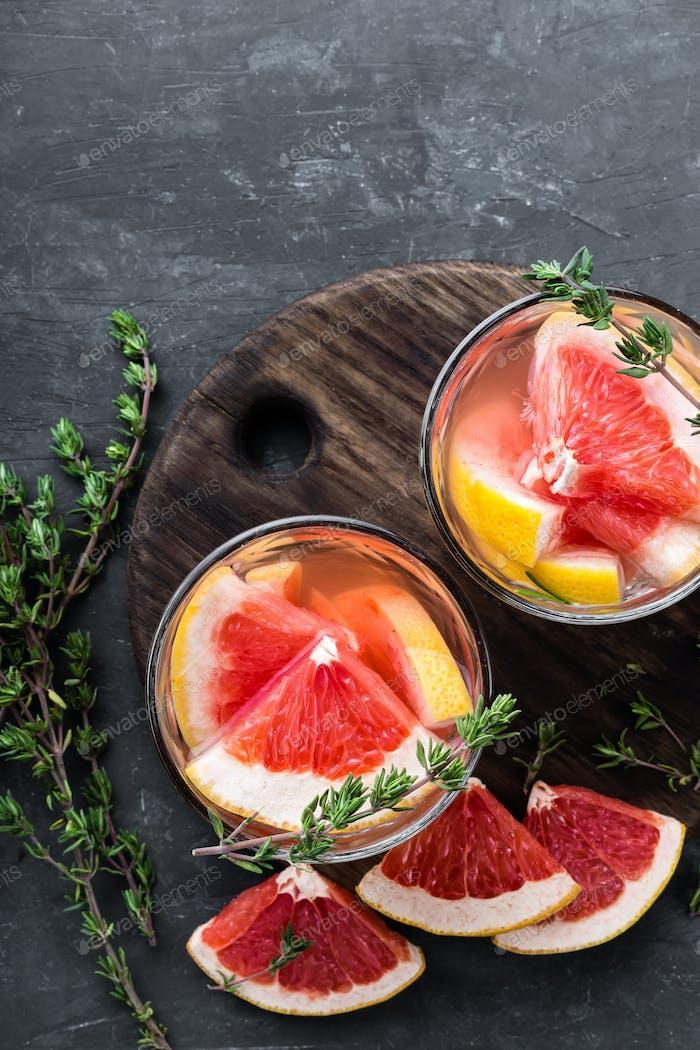 Erfrischendes Getränk, Grapefruit und Thymian Cocktail