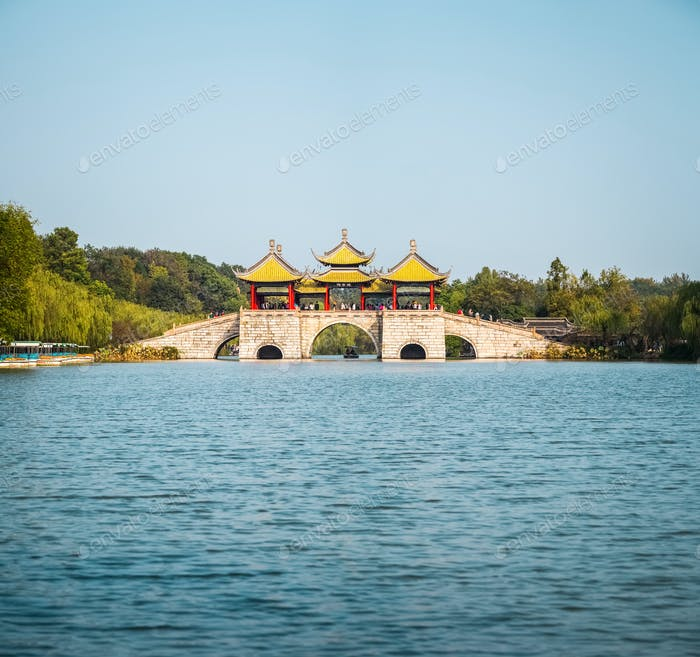 yangzhou five pavilion bridge