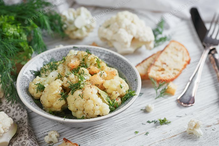 Cauliflower cooked with oil and herbs
