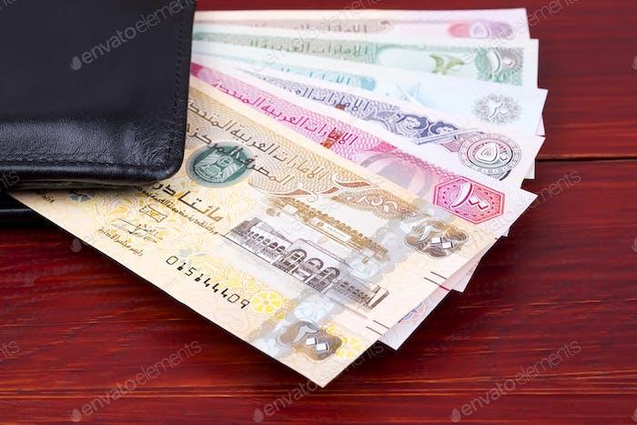 Vereinigte Arabische Emirate Dirham in der schwarzen Brieftasche