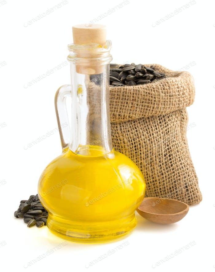 Sonnenblumenöl und Samen in Beutel auf weiß