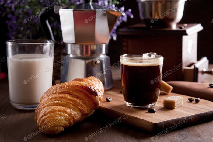 Breakfast with coffee and croissent