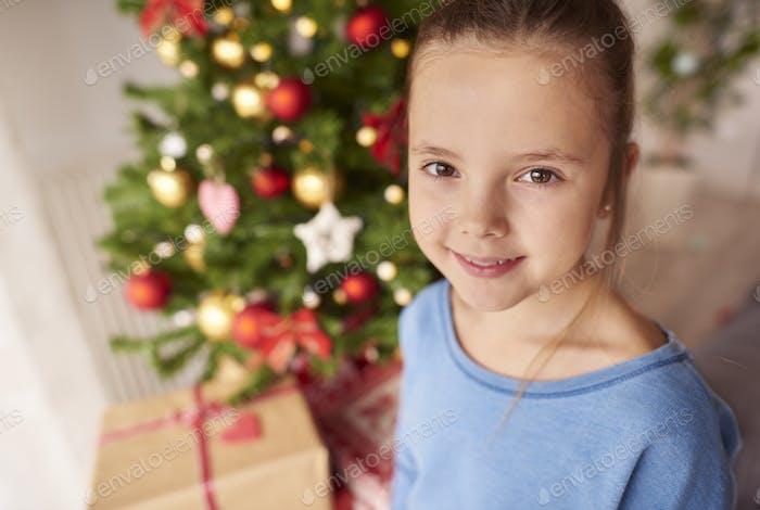 Porträt von schönen kleinen Mädchen zu Weihnachten
