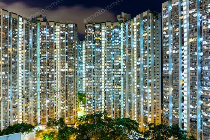 Kompaktes Leben in Hongkong bei Nacht