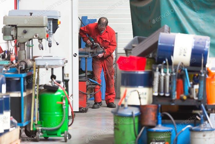 55135,Worker using machinery in warehouse