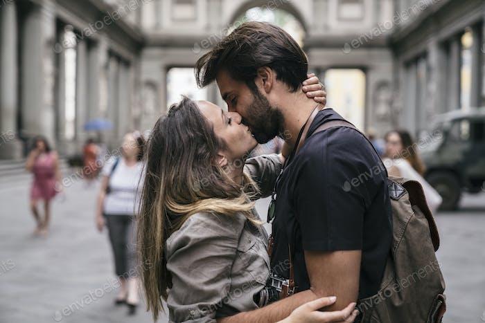 Romantisches Paar küssen in Florenz Italien