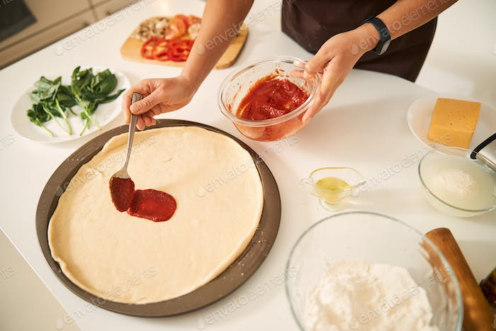 Making pizza at home is fast and easy