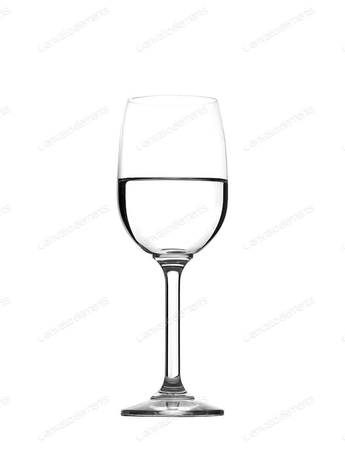 Whineglass mit Wasser auf weiß isoliert