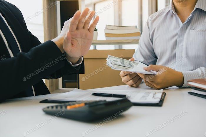 Los empresarios niegan el soborno o la corrupción de sus socios.