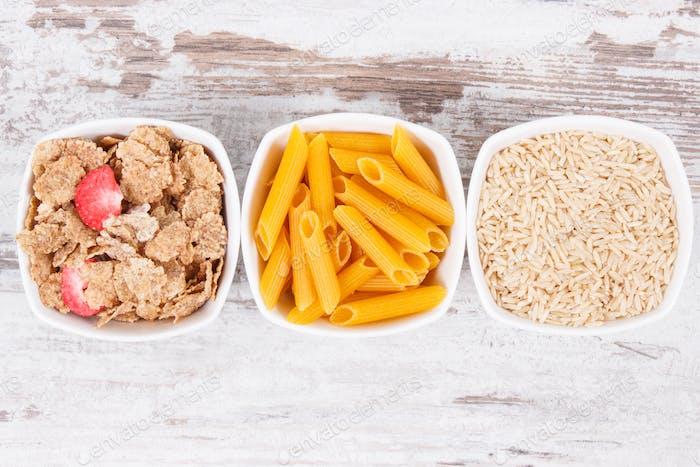 Natürliche Lebensmittel mit Kohlenhydraten, Mineralstoffen und Ballaststoffen, gesundes Ernährungskonzept