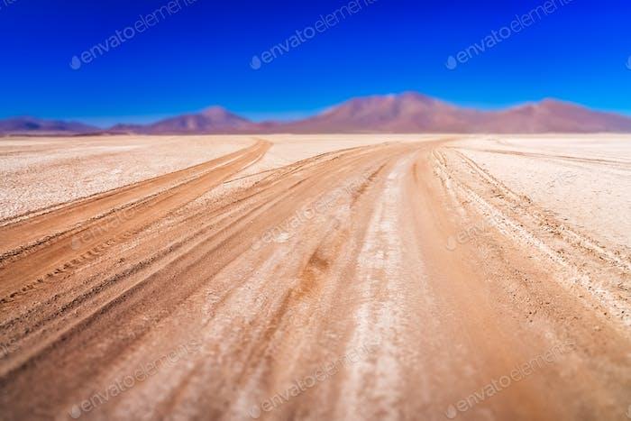 Gewellte Straße in Altiplano
