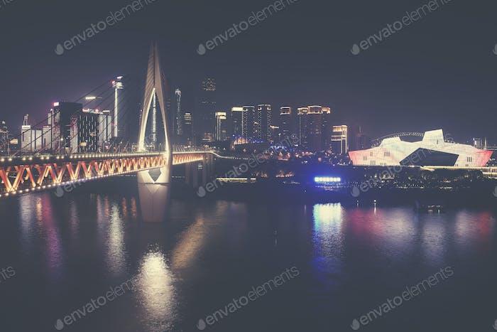 Chongqing Innenstadt in der Nacht, China.