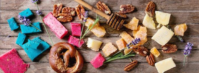 Vielfalt von bunten holländischen Käse