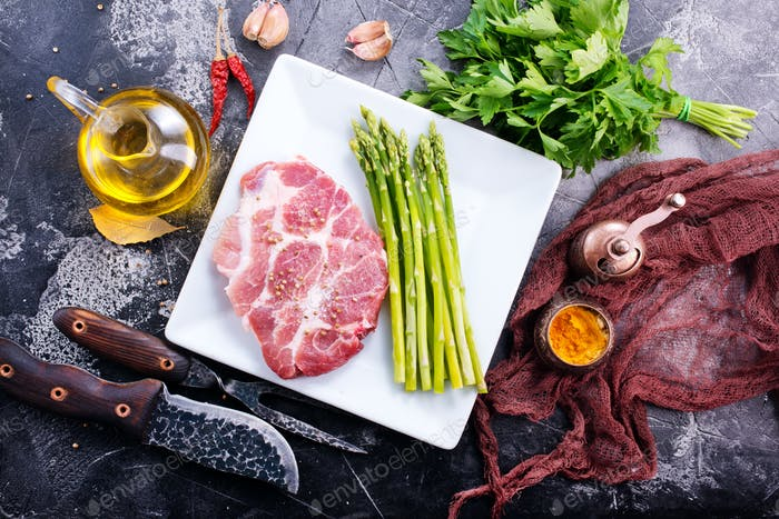 meat with asparagus