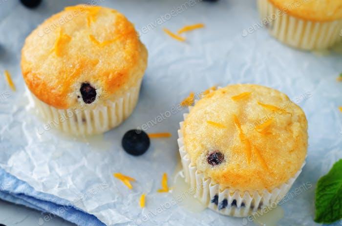 Heidelbeer-Muffins mit Zitronenglasur