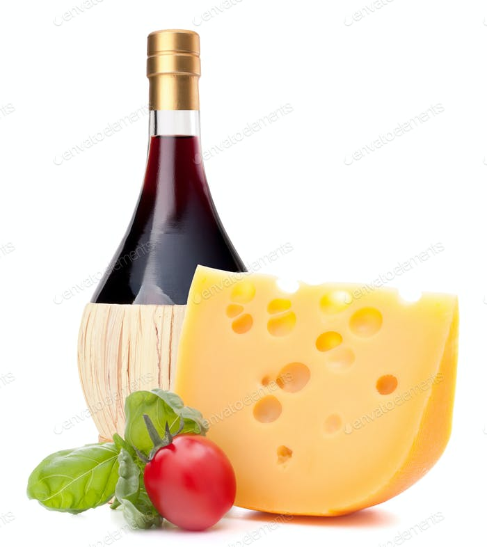 Botella de vino tinto, queso y tomate bodegón