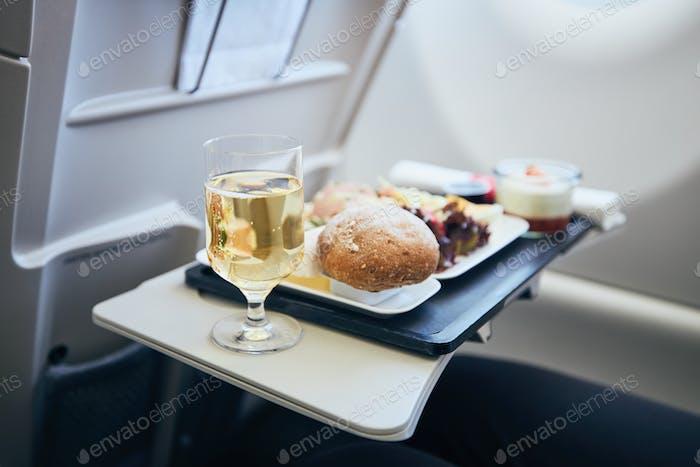 Airline Mahlzeit während des Fluges serviert