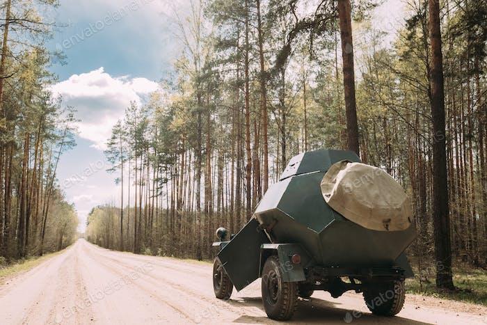 Russisches Gepanzertes sowjetisches Pfadfinderauto BA-64 des Zweiten Weltkriegs Parkplatz I