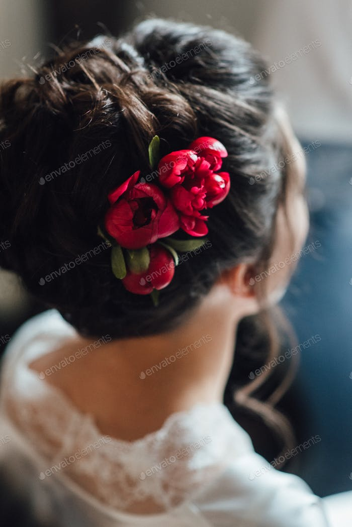 bride hair back, twisted twisted curls with flowers