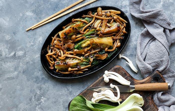 Bok Choy o Pak Choi Kohl mit Shimeji Pilzen und Austernsauce
