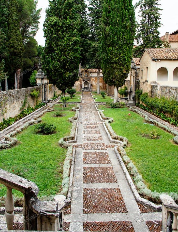 Garten des Prior, Sankt-Lorenz-Kloster in Padula