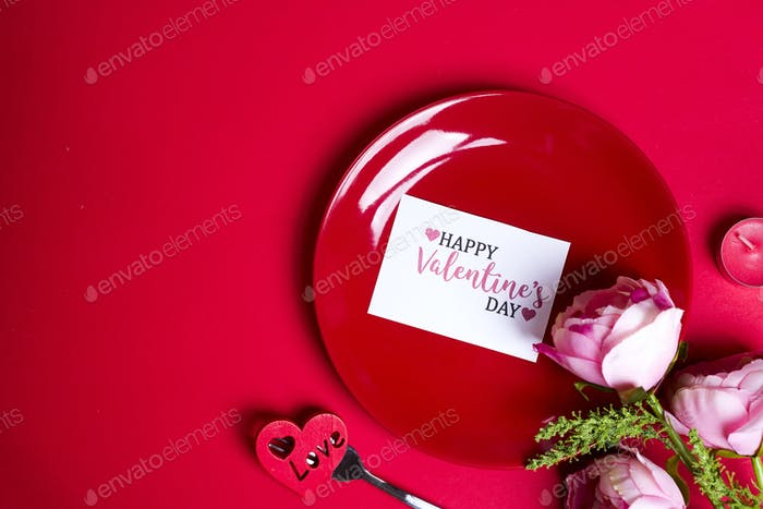 Flowers on red plate.