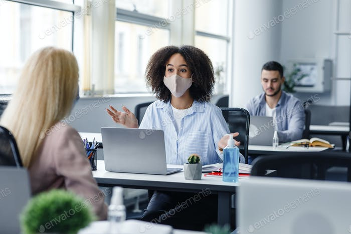 Social distance and communication with client in office during COVID-19 epidemic. African american
