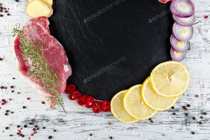 Rohes Schweinefleisch mit Gewürzzutat
