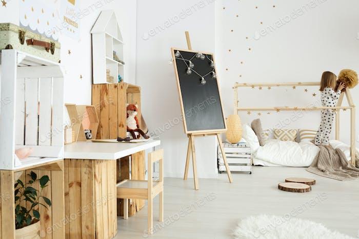 Skandinavische moderne Interieur für Mädchen