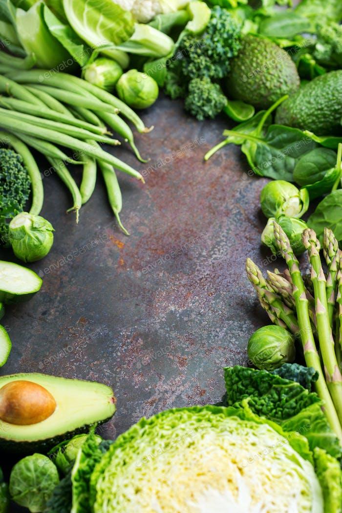 Sortiment von Bio-Grüngemüse, sauberes Essen veganes Konzept