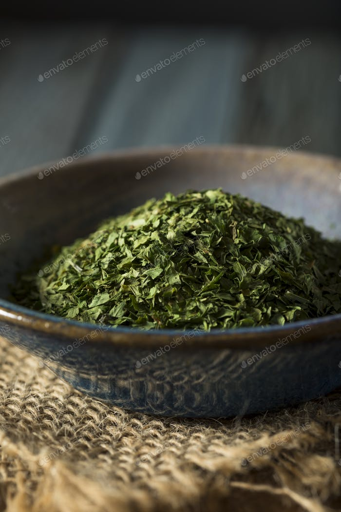 Dry Organic Green Parsley Flakes