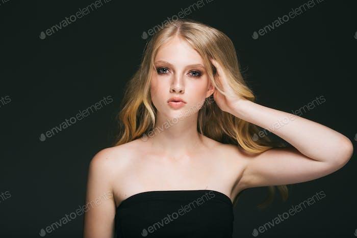 Блондинка волосы женщина красивое лицо длинные волосы