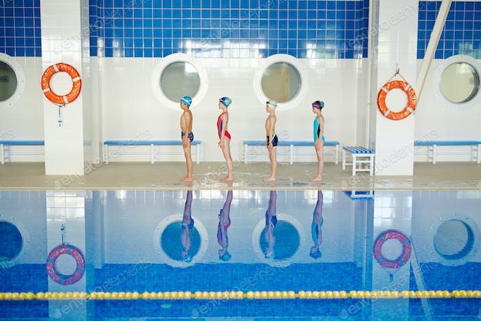 Reihe von Schwimmern