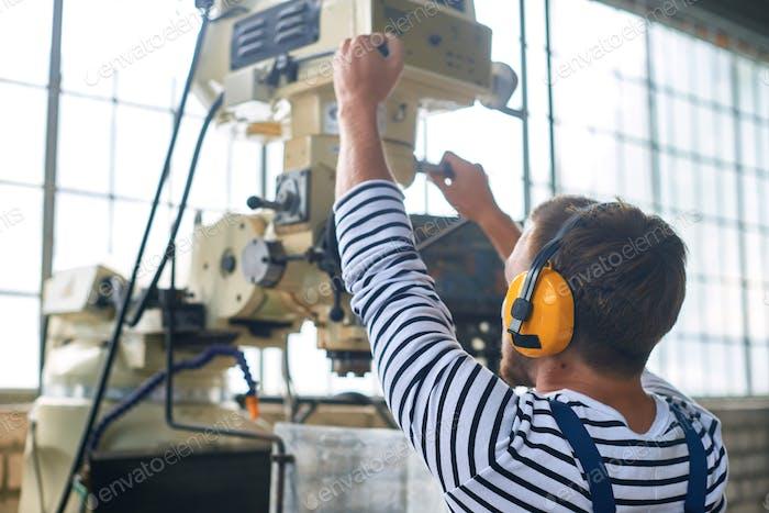 Arbeiter-Bedienmaschinen-Einheiten