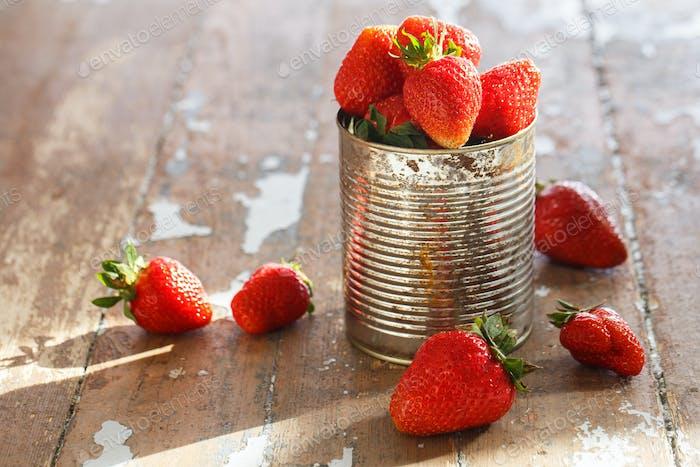 Köstliche Erdbeeren auf dem Tisch