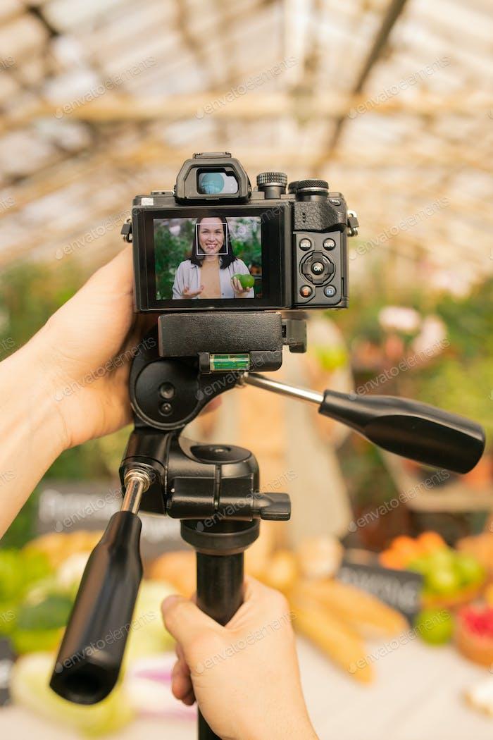 Using camera on monopod to shoot video