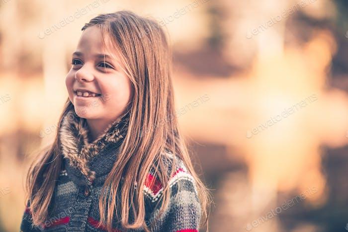 Кавказская девушка улыбка
