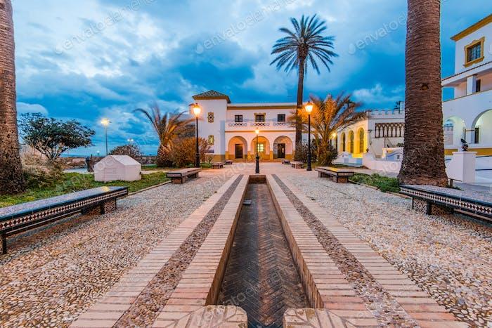 Tarifa touristische Stadt in der Dämmerung