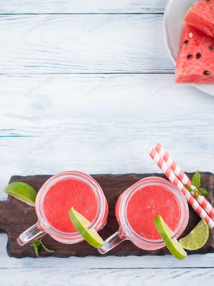 Wassermelone Smoothie mit Limette und Minze