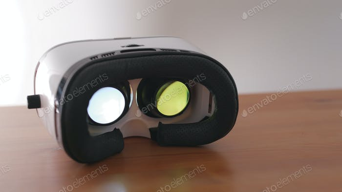 Playing movie in VR device