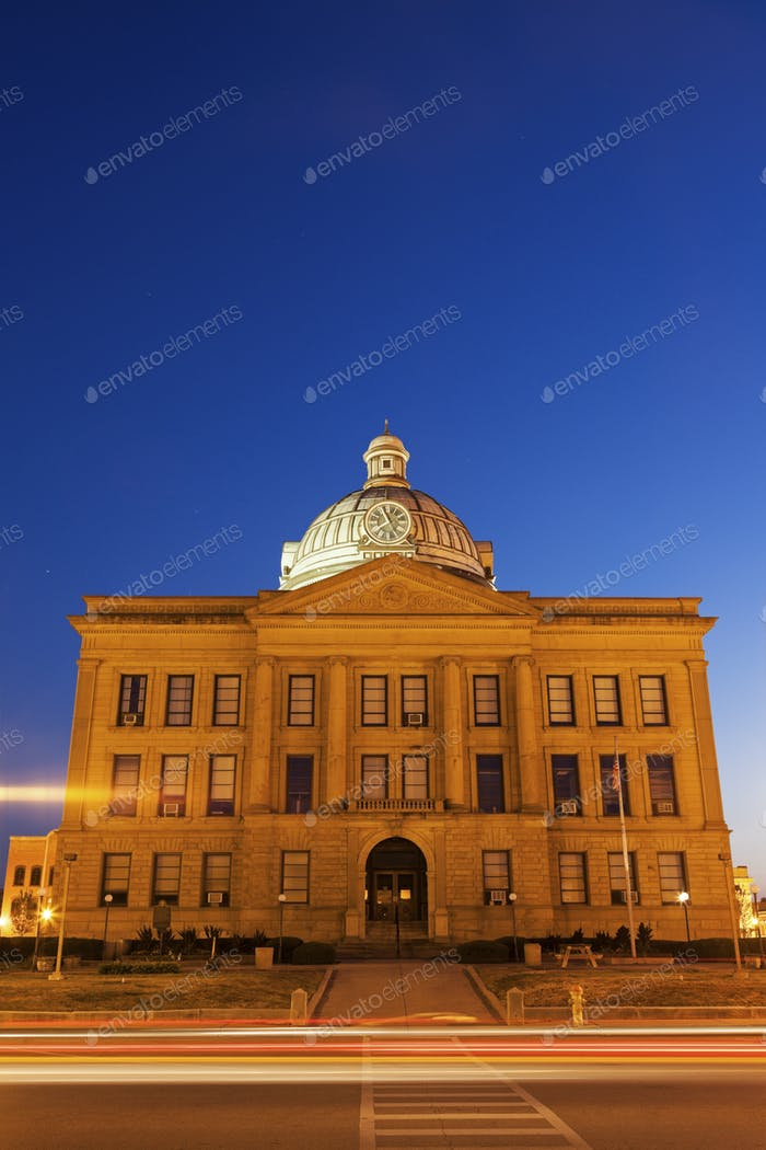 Old courthouse in Lincoln, Logan County